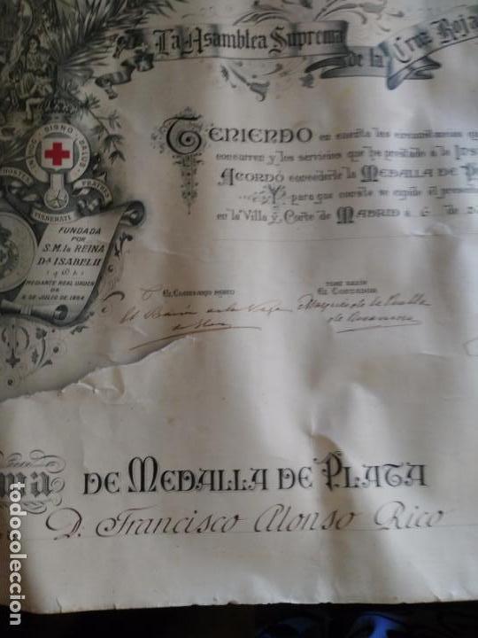 Documentos antiguos: Diploma de medalla de plata Cruz roja 1922 el papel tiene un corte - Foto 2 - 170005140