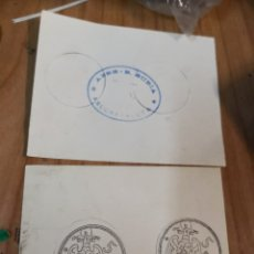 Documentos antiguos: 2 RAROS VALES EN FORMA DE MONEDA POR 5 PESETAS PTAS AZBE (SELLO TRASERA AREOHAVALETA). Lote 176139399