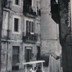 Documentos antiguos: PALMA DE MALLORCA ESCENA URBANA LAMINA HUECOGRABADO AÑOS 50. Lote 177682380