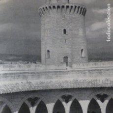 Documentos antiguos: PALMA DE MALLORCA CASTILLO DE BELLVER LAMINA HUECOGRABADO AÑOS 50. Lote 177682484
