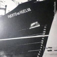 Documentos antiguos: VIGO PONTEVEDRA ASTILLEROS DE BOUZAS BOTADURA DE UN BARCO ANTIGUA LAMINA HUECOGRABADO AÑOS 40. Lote 178663556