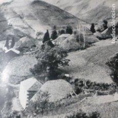 Documentos antigos: LOS ANCARES LUGO UNA ALDEA ANTIGUA LAMINA HUECOGRABADO AÑOS 40. Lote 178683178