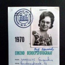 Documentos antiguos: CARNET DE IDENTIDAD DE RECONOCIDA FOTOGRAFA PROFESIONAL,EXPEDIDO 1970 EN BELGICA (DESCRIPCIÓN). Lote 184860606