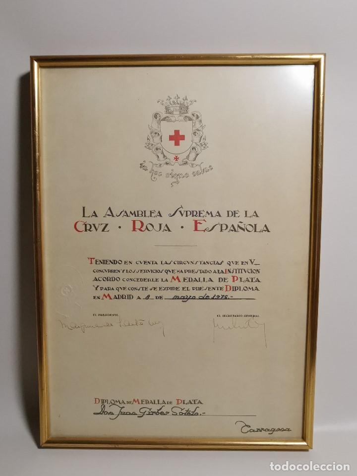 Documentos antiguos: CRUZ ROJA ESPAÑOLA--1976----DIPLOMA MEDALLA DE PLATA--------REF-1AC - Foto 3 - 186453946