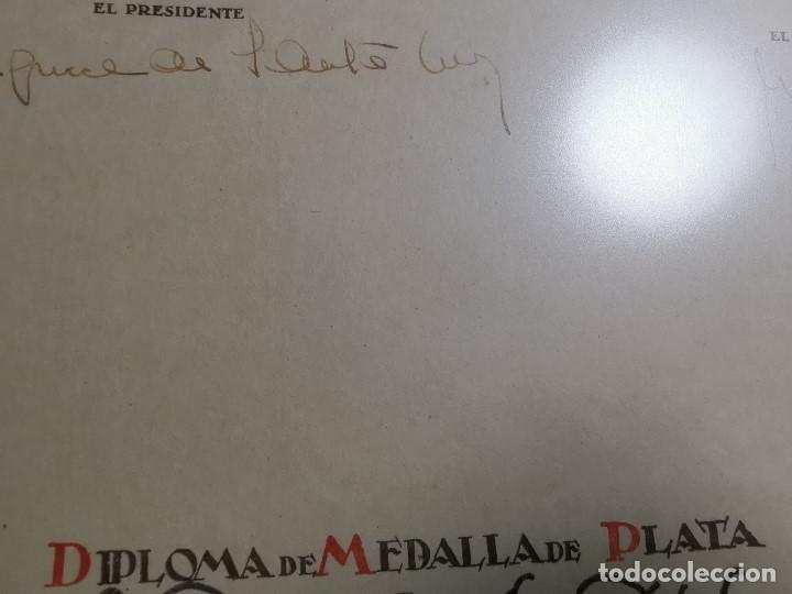 Documentos antiguos: CRUZ ROJA ESPAÑOLA--1976----DIPLOMA MEDALLA DE PLATA--------REF-1AC - Foto 5 - 186453946