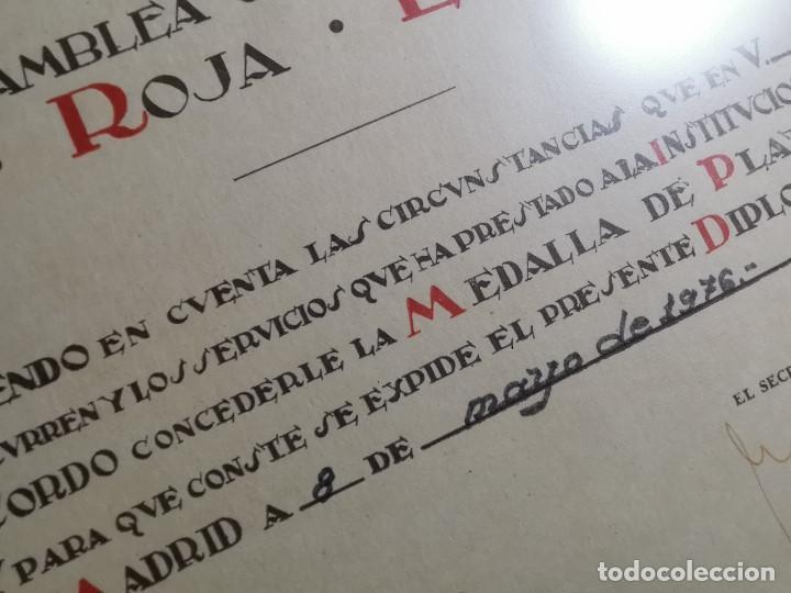 Documentos antiguos: CRUZ ROJA ESPAÑOLA--1976----DIPLOMA MEDALLA DE PLATA--------REF-1AC - Foto 8 - 186453946