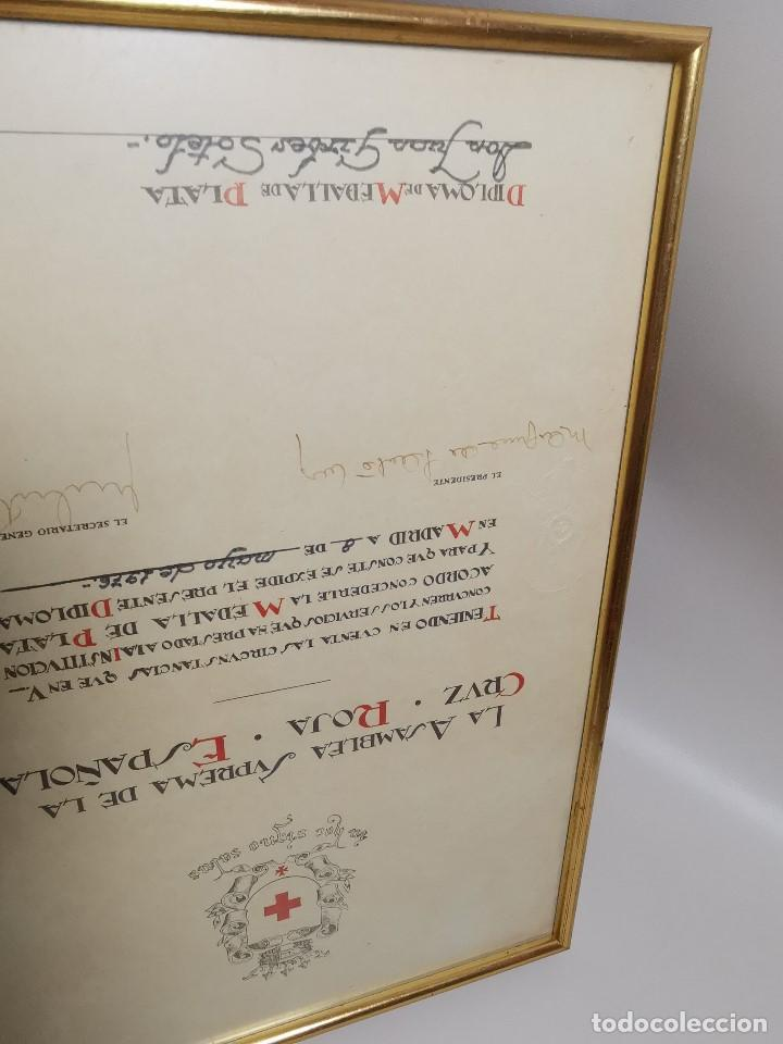 Documentos antiguos: CRUZ ROJA ESPAÑOLA--1976----DIPLOMA MEDALLA DE PLATA--------REF-1AC - Foto 19 - 186453946