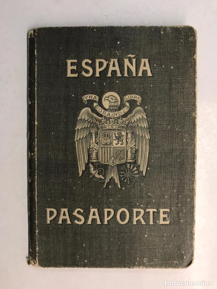PASAPORTE ESPAÑOL, CONCEDIDO PARA ASISTIR A LOS FUNERALES DE S.M. EL REY DON ALFONSO XIII (A.1941) (Coleccionismo - Documentos - Otros documentos)
