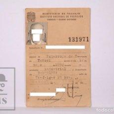 Documentos antiguos: ANTIGUO CARNET DEL MINISTERIO TRABAJO. SUBSIDIOS Y SEGUROS -NATURAL PEÑARROYA DE TASTAVÍNS, AÑO 1959. Lote 204244536