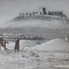 Documentos antiguos: PEÑAFIEL VALLADOLID CASTILLO ANTIGUA LAMINA HUECOGRABADO AÑOS 40. Lote 205810505