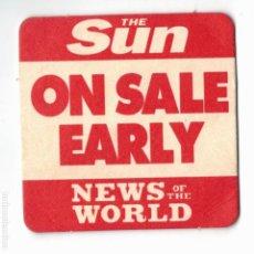 Documentos antiguos: POSAVASOS, THE SUN, NEWS OF THE WORLD, AÑOS 80-90. Lote 212001113