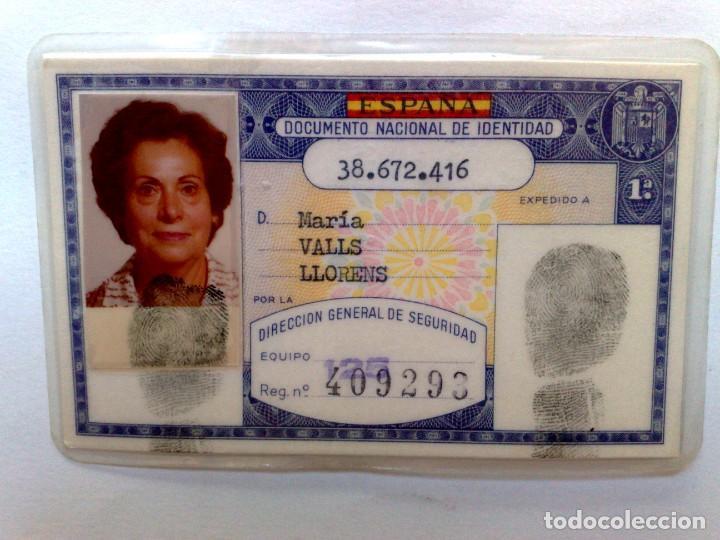 ANTIGUO DOCUMENTO NACIONAL DE IDENTIDAD (D.N.I.) EXPEDIDO 1981 DE PERSONA NACIDA 1925 EN BADALONA. (Coleccionismo - Documentos - Otros documentos)