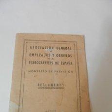 Documentos antiguos: MONTEPIO DE PREVISION. REGLAMENTO. ASOCIACION EMPLEADOS Y OBREROS FERROCALRRILES DE ESPAÑA 1952. Lote 223109208