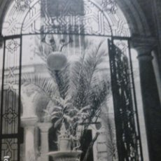 Documentos antiguos: CORDOBA PATIO DE UNA CASA HUECOGRABADO 1958. Lote 268868119