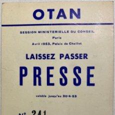 Documentos antigos: PASE PRENSA - SESIÓN CONSEJO OTAN - NATO - PARÍS 1953 - CORRESPONSAL PERIÓDICO CORRIERE DELLA SERÁ. Lote 292409403
