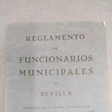 Documentos antiguos: REGLAMENTO DE FUNCIONARIOS MUNICIPALES DE SEVILLA 1933. Lote 295037843