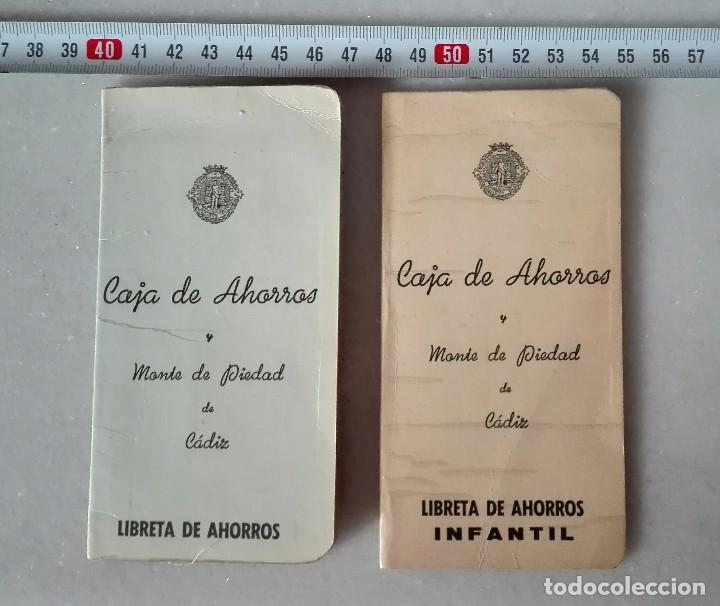 LIBRETA 2 DISTINTAS CAJA DE AHORROS Y MONTE DE PIEDAD DE CÁDIZ AÑOS 70 (Coleccionismo - Documentos - Documentos Bancarios)