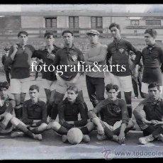 Coleccionismo deportivo: F.C. BADALONA, EL EQUIPO COMPLETO. AÑO 1915. CRISTAL NEGATIVO 10X15 CM. VER DATOS.. Lote 27345715