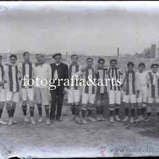 Coleccionismo deportivo: EQUIPO DE FÚTBOL POR IDENTIFICAR, BARCELONA O ALREDEDORES, 1910'S. CRISTAL NEGATIVO 9X12 CM.. Lote 27346370
