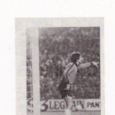 Coleccionismo deportivo: RECORTE TAMAÑO 5.5 X 8 CM - MIGUEL ANGEL PORTERO REAL MADRID CF DURANTE UN PARTIDO. Lote 41328107