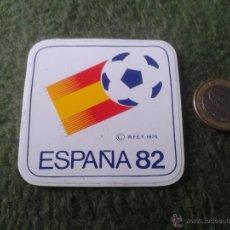 Coleccionismo deportivo: ANTIGUA PEGATINA MUNDIAL DE FUTBOL COPA DEL MUNDO ESPAÑA 82 1982 ESCASA (RFEF 1979). Lote 41572080