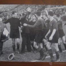 Coleccionismo deportivo: FOTO LÁMINA Nº 29 DEL LIBRO DE ORO DEL BARÇA EL PERIODICO FC BARCELONA HOMENAJE A SAMITIER. Lote 48673334