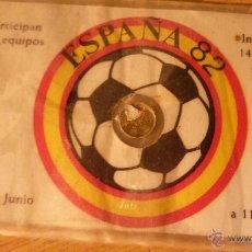 Coleccionismo deportivo: CARNET FICHA CON MONEDA PEQUEÑA ESPAÑA 82 . CIUDADES PARTICIPANTES . CAMPO BARÇA FUTBOL. Lote 48891545