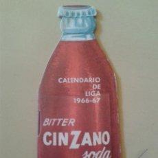 Coleccionismo deportivo: CALENDARIO DE LIGA 1966-67 CON FORMA DE BOTELLA DE BITTER CINZANO. Lote 48861202