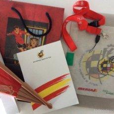 Coleccionismo deportivo: MERCHANDISING DE LA RFEF. BOLI, REPOSACABEZAS, TIRA PARA MÓVIL, LLAVERO MUNDIAL, ABANICO Y LIBRETA.. Lote 53584768