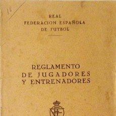 Coleccionismo deportivo: REGLAMENTO DE JUGADORES Y ENTRENADORES. 1952. (REAL FEDERACIÓN ESPAÑOLA DE FÚTBOL). Lote 58261439