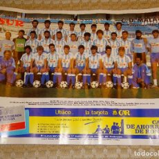 Coleccionismo deportivo: POSTER DE FÚTBOL, CLUB DEPORTIVO MÁLAGA EQUIPO ALINEACIÓN PLANTILLA. TEMPORADA 1986 1987. 58 X 40 CM. Lote 70367865