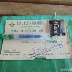 Coleccionismo deportivo: CARNET PASE JUGADOR DE FUTBOL TEMPORADA 1967 1968 REAL BETIS BALOMPIE EQUIPO. Lote 81944864