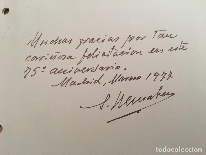 Coleccionismo deportivo: 75 ANIVERSARIO REAL MADRID FOTOGRAFIA PIRRI CON TROFEO 1977 - Foto 3 - 88015368