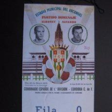 Coleccionismo deportivo: ANTIGUO BANDERÍN HOMENAJE A NAVARRO Y SIMONET.JUGADORES DEL CÓRDOBA CF. Lote 90055196