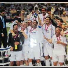 Coleccionismo deportivo: FOTOGRAFIA LAMINA MARCA REAL MADRID CAMPEON SUPERCOPA EUROPA 2002 UEFA SUPERCUP. Lote 96800227