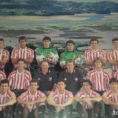 Coleccionismo deportivo: TARJETON PLANTILLA ATHLETIC CLUB DE BILBAO OFICIAL TEMPORADA 1996-1997 27,5 X 21 CM PERFECTO ESTADO. Lote 238407600