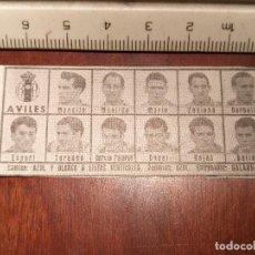 Coleccionismo deportivo: 1960 ALINEACION EQUIPO FUTBOL - 11 JUGADORES Y ESCUDO - CLUB - AVILES. Lote 109306003