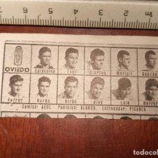 Coleccionismo deportivo: 1960 ALINEACION EQUIPO FUTBOL - 11 JUGADORES Y ESCUDO - CLUB - OVIEDO. Lote 109306231