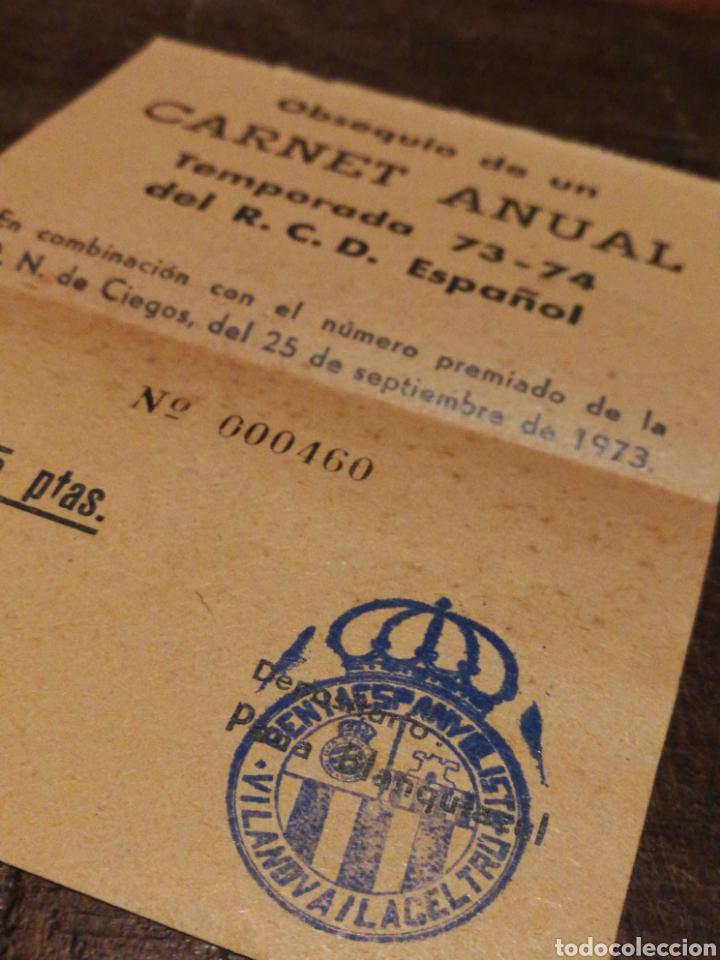 Coleccionismo deportivo: ANTIGUO BOLETO SORTEO CARNET ANUAL R.C.D.ESPAÑOL, 1973-74. PENYA ESPANYOLISTA VILANOVA I LA GELTRÚ. - Foto 2 - 120699550
