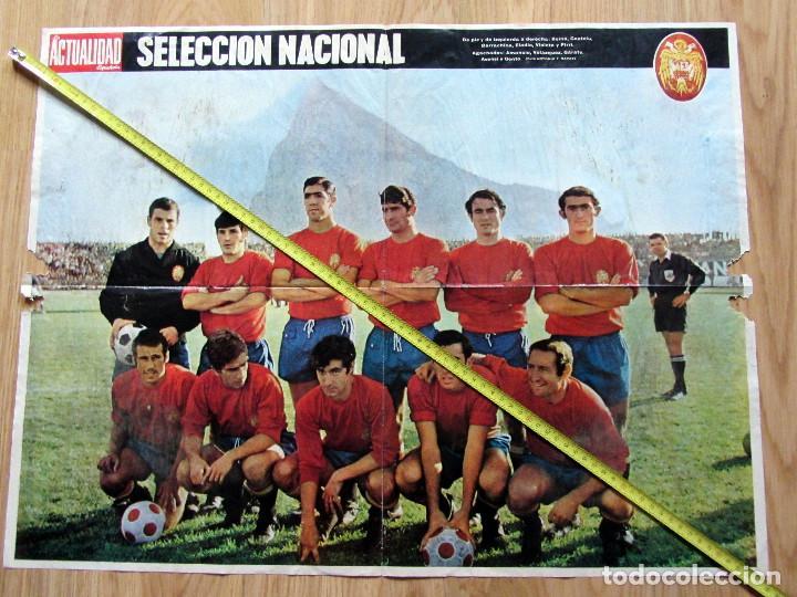 POSTER REVISTA LA ACTUALIDAD SELECCION NACIONAL ESPAÑOLA DE FUTBOL 1969 (Coleccionismo Deportivo - Documentos de Deportes - Otros)