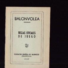 Coleccionismo deportivo: BALONVOLEA - REGLAS OFICIALES DE JUEGO - FEDERACION ESPAÑOLA DE BALONCESTO 1957. Lote 130541338