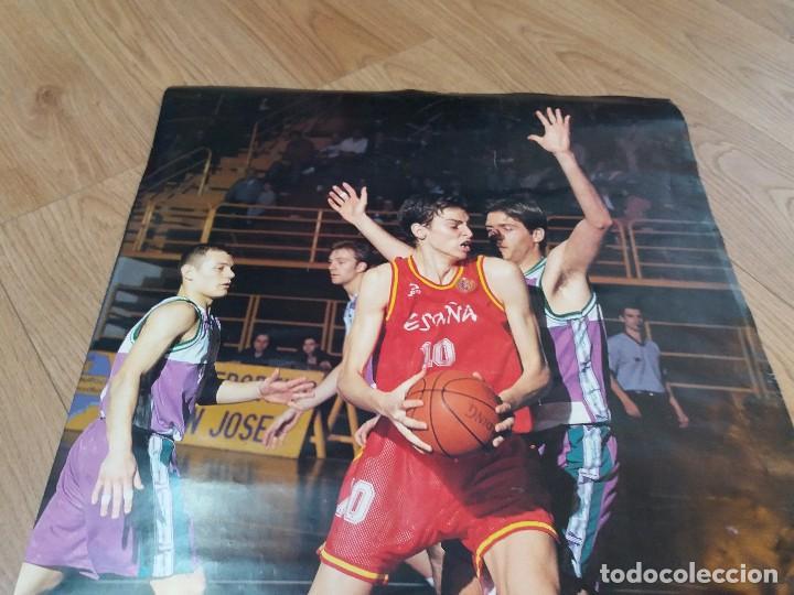 Coleccionismo deportivo: Poster Pau Gasol. España. Aquarius. Raro. Dorsal 10, en lugar del habitual 4. 26x19 cm. Años 90. - Foto 2 - 134286910