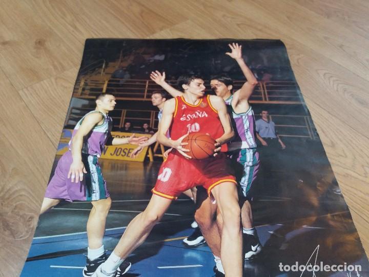 Coleccionismo deportivo: Poster Pau Gasol. España. Aquarius. Raro. Dorsal 10, en lugar del habitual 4. 26x19 cm. Años 90. - Foto 3 - 134286910