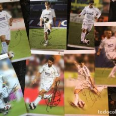 Coleccionismo deportivo: LOTE CARTELES POSTERS CROMOS FICHAS JUGADORES REAL MADRID CON AUTOGRAFOS FIRMAS. Lote 138306790