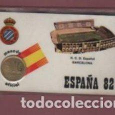 Coleccionismo deportivo: CARNET CON MONEDA DE 1 PESETA DEL REAL CLUB DEPORTIVO ESPAÑOL - MONEDA OFICIAL ESPAÑA 1982. Lote 142922210