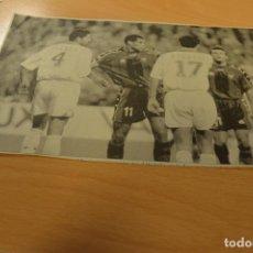 Coleccionismo deportivo: FUTBOL RECORTE DE PERIODICO DEPORTIVO RIVALDO (FC BARCELONA). Lote 143540182