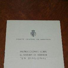 Coleccionismo deportivo: FÚTBOL ÁRBITROS REGLAMENTO. Lote 146373218