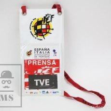 Coleccionismo deportivo: PASE / ACREDITACIÓN TVE - REAL FEDERACIÓN ESPAÑOLA FÚTBOL - ESPAÑA / ITALIA - BARCELONA, 2000. Lote 147179602