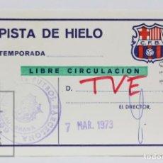 Coleccionismo deportivo: PASE DE PRENSA / TVE - CLUB FÚTBOL BARCELONA. PISTA DE HIELO - LIBRE CIRCULACIÓN - AÑO 1973. Lote 147186146