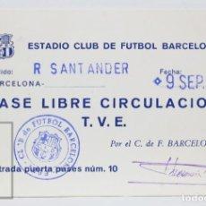 Coleccionismo deportivo: PASE DE LIBRE CIRCULACIÓN / TVE - CLUB FÚTBOL BARCELONA / RACING DE SANTANDER - AÑO 1973. Lote 147189262